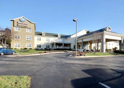 Comfort Suites Appleton Exterior Building Blue Sky