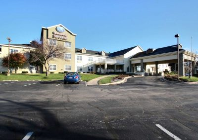 Comfort Suites Appleton Exterior Blue Sky Entrance