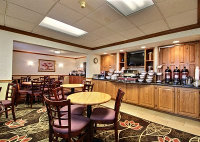 Comfort Inn Fond du Lac Breakfast Room Tables Chairs Coffee Continental Food