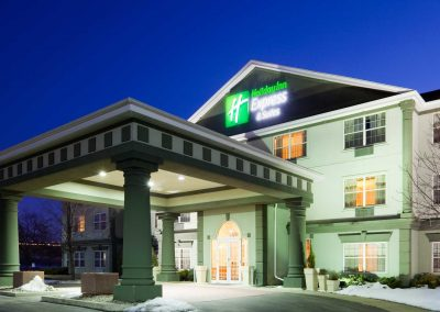 Holiday Inn Express Oshkosh Exterior Night Lit Up Logo Signage