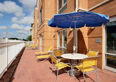 Fairfield Inn and Suites Milwaukee Airport Patio Sun Blue Umbrella Yellow Chairs