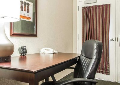 Comfort Suites Milwaukee Airport Desk Leather Chair