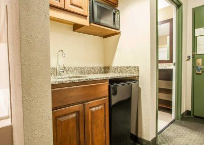 Comfort Suites Milwaukee Airport Wet Bar Microwave Refrigerator Granite Sink
