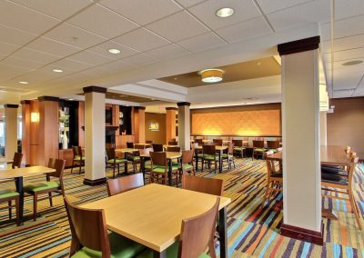 Fairfield Inn and Suites Milwaukee Airport Breakfast Room Tables Chairs