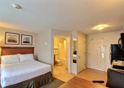 Candlewood Suites Milwaukee Airport Studio Suite One Bed Full Kitchen Bathroom